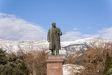 statue of lenin in yalta