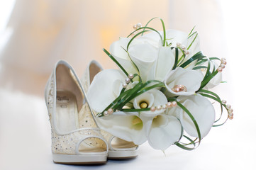 Wedding bouquet of calla lilies and bridal shoes
