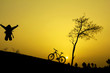 gündoğumu ve bisikletçi mutluluğu