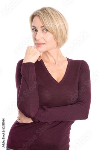 Ältere Frau mit traurigem Blick - isoliert