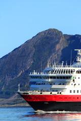 the prow of the coastal ship facing Bolga