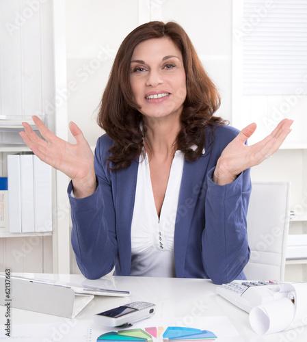 Erfolgreiche ältere Geschäftsfrau - senior manager