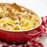 Casserole with cauliflower, leek, bread and cheese