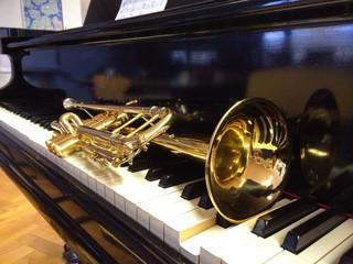 Trompete und Flügel