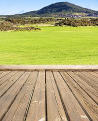 terrasse bois avec vue sur la campagne