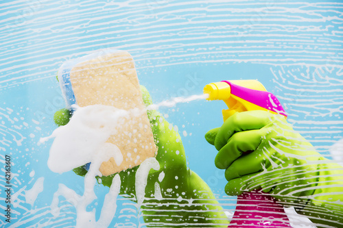 Cleaning window pane with spray detergent