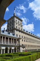 Fassade mit Turm und Garten El Escorial