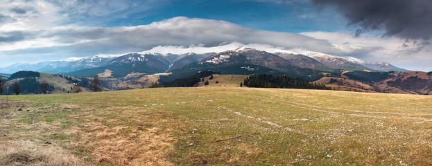 Украина, Карпаты, панорамный вид с горы Магура