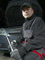 Auto mechanic with socket wrench