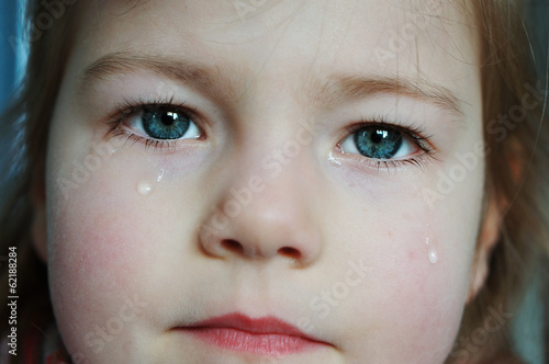canvas print picture girl with tears