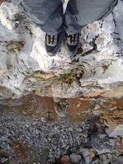 kayalıklardan aşağıya bakmak