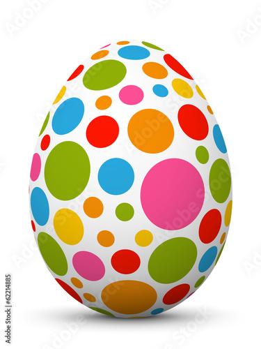 Bemaltes Osterei mit bunten Punkten auf weißem Hintergrund - 62214885