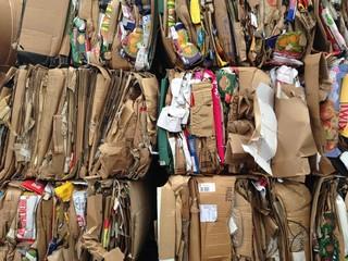 куча бумажного мусора