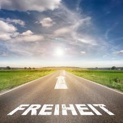 Straße mit dem Wort Freiheit