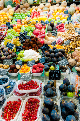 In de dag Barcelona Fruits in shop in La Boqueria Market at Barcelona