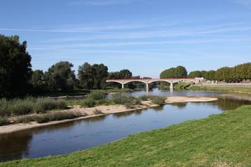Canal latéral à Digoin.