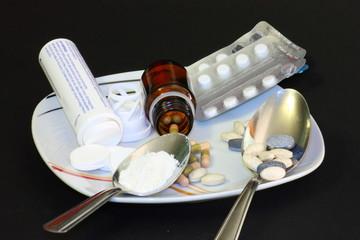 piatto di farmaci e droga