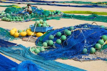 Fischernetze im Hafen La Savina