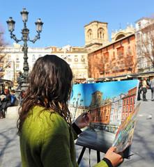 Mujer pintando, plaza de Bib Rambla, Granada, España
