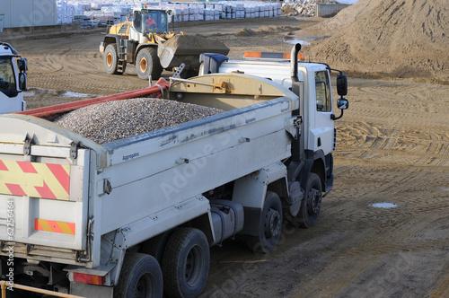 Zdjęcia na płótnie, fototapety, obrazy : Aggregate Trucks
