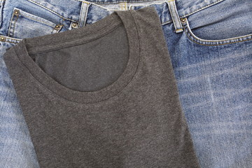 men s black t-shirt and blue jean close up