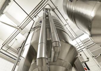 Edelstahlkessel für Bier in einer Brauerei