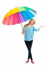 Blondes Mädchen mit Regenschirm