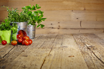 Mint leaves on wooden table