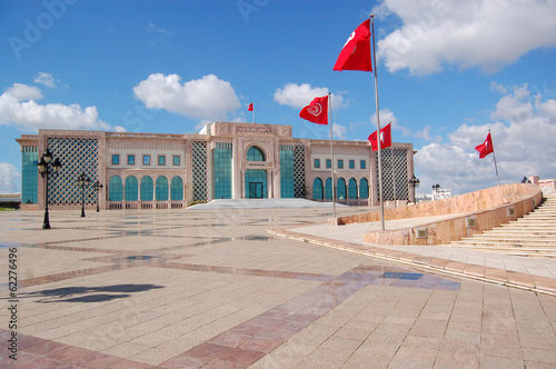 Aluminium Tunesië The Town Hall of Tunis and its large square