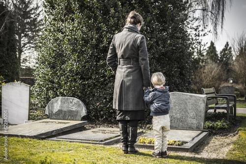 Leinwanddruck Bild mother and child at graveyard
