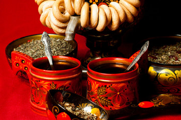 two red mugs with tea in the Russian style