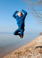 Teenager springt
