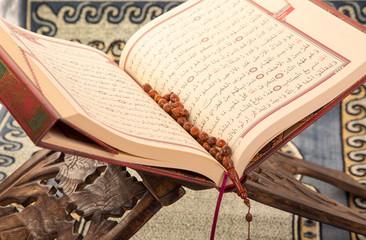 Koran auf Ständer