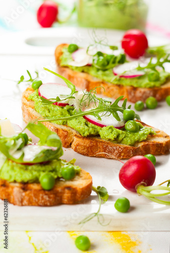 Crostini with spring vegetables