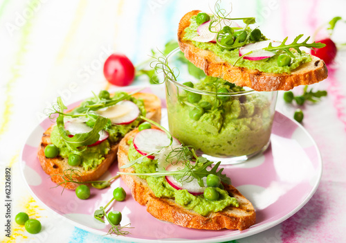 Crostini with spring vegetables