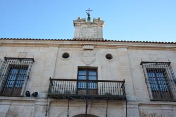 Detalle fachada palacio en Burgos, Camino de Santiago, España