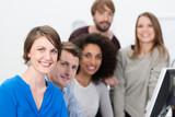 erfolgreiches, modernes team im büro