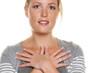 Frau mit gekreuzten Händen Frau mit gekreuzten Hän