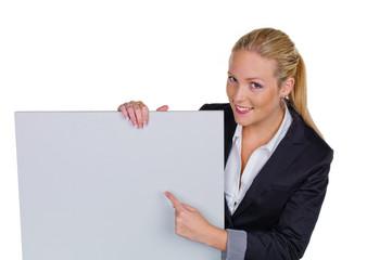 Frau in Business Kleidung mit Werbetafel