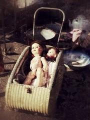 Alte kaputte antike Puppen