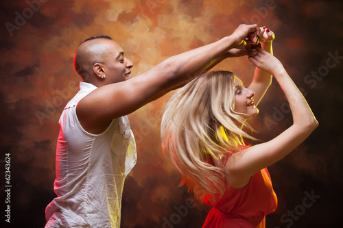 Poster Gymnastiek Young couple dances Caribbean Salsa