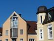 Neubau und Altbau an einer Straßenecke in Oerlinghausen