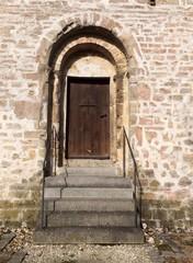 Alte Kirche: mystisch und furchterregender Eingang