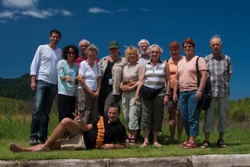 Fröhliche Reisegruppe