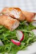 Fischstrudel auf Rucola Salat
