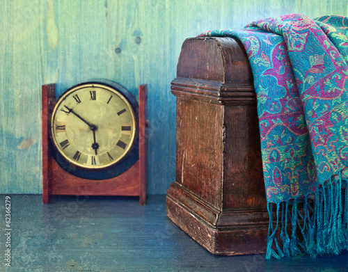 Papiers peints Retro Old wooden chest and watches, retro concept