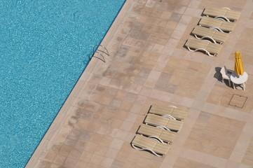 Ordnung am Pool