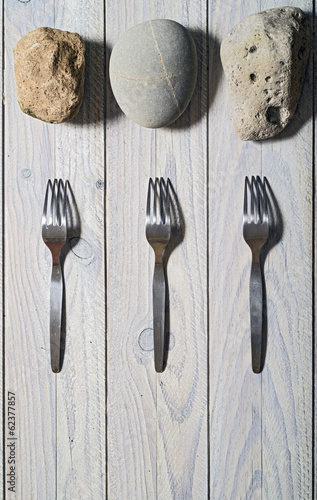 Three forks and three stones