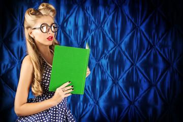 reading blonde