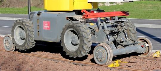Engin de maintenance rail-route